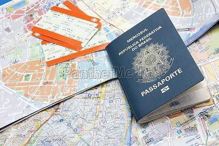 passaporto mappe e biglietti