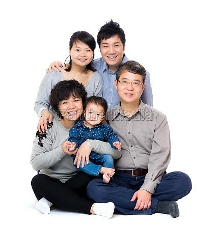 asiatica felice famiglia delle tre generazioni