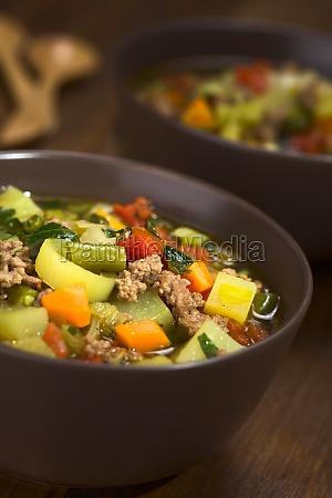 verdura carne macinata tritato zuppa di