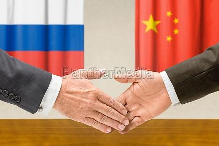 i rappresentanti di russia e cina
