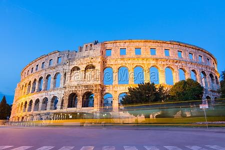 lanfiteatro romano di pola in croazia