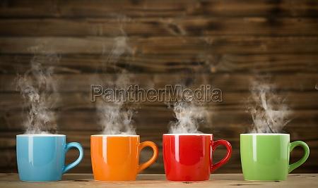 tazze con bevanda fumante