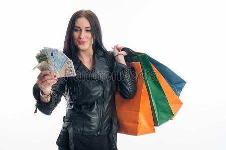 giovane donna su una spesa folle