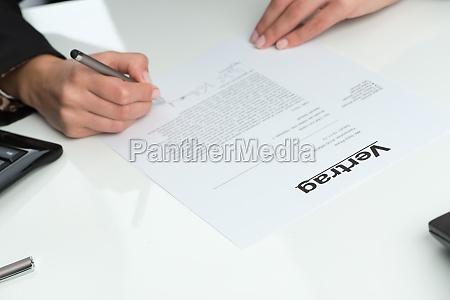 promessa firmare abbonarsi cocnludere un contratto