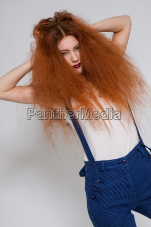 donna moda femminile capelli pettinatura capelli