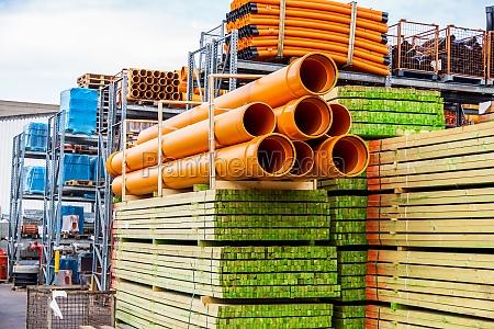 accatastati tubi diversi per lindustria in