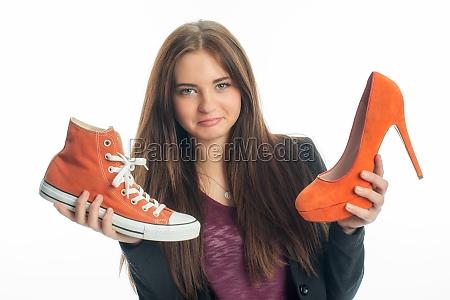 sneakers o tacchi alti