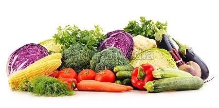 composizione con varieta di verdure crude