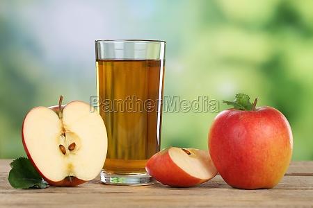 succo di mela con mela rossa