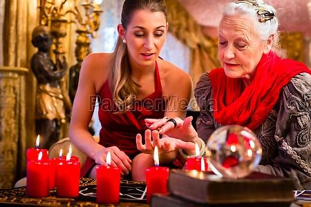 donna mano futuro divinazione destino predire