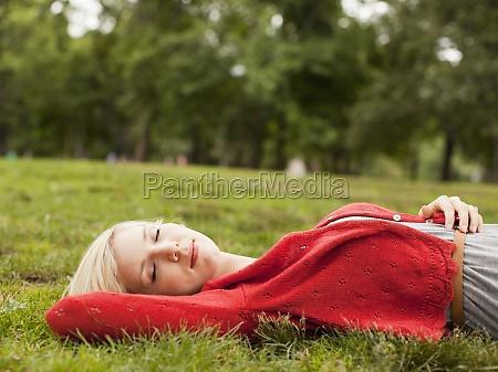 albero parco menzogna bugia orizzontale sonno