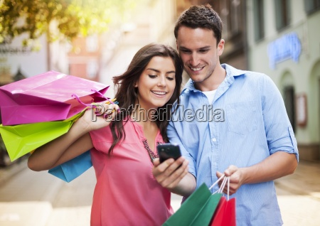 young, couple, with, shopping, bag, using - 12114792