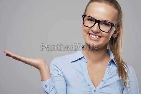 donna, sorridente, che, indossa, occhiali, di - 12117558