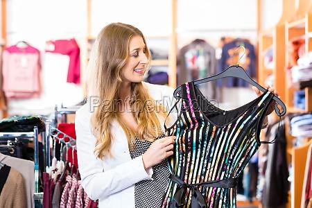 donna moda negozio comperare acquistare boutique