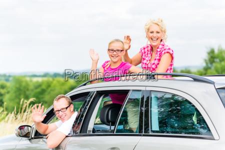 la famiglia guida le vacanze estive