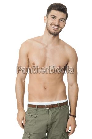 attraente giovane muscoloso con un torso