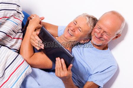 donna letto anziani anziano mattino camera