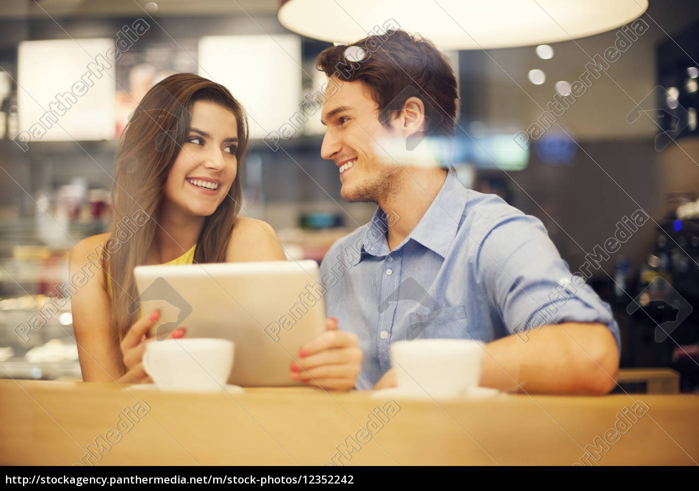 flirting, couple, in, cafe, using, digital - 12352242