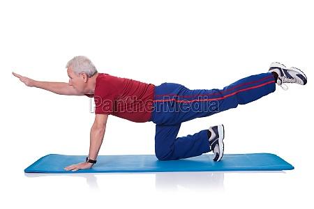 mano esercizio gamba fare pratica esercitare