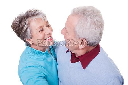 ritratto di senior couple dancing