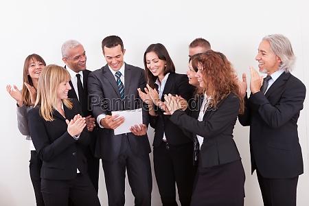 business team applaudire