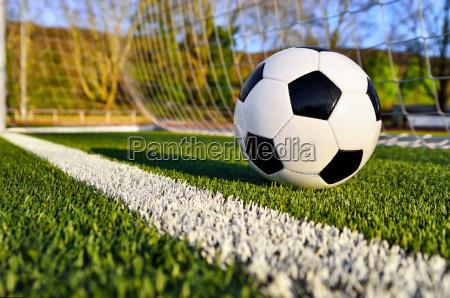 il calcio e dietro la linea