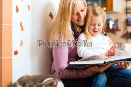 la mamma legge la storia della