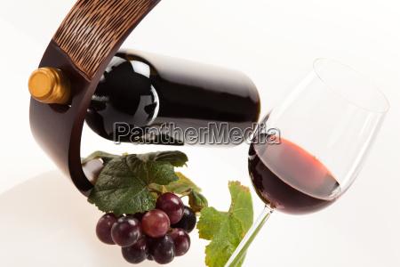 vino rosso in un vetro con