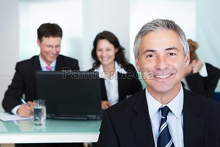 ufficio uomini uomo affare affari lavoro