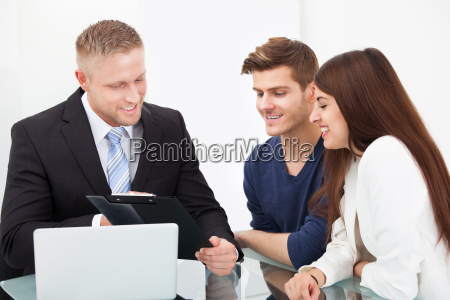 consulenza assicurazione finanziario contento felice entusiasta
