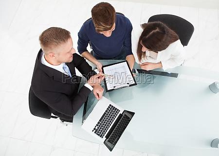 consulenza scrivania assicurazione finanziario medicina cliente