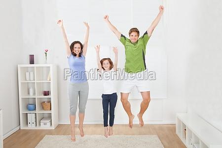 donna mamma madre tappeto esercizio yoga