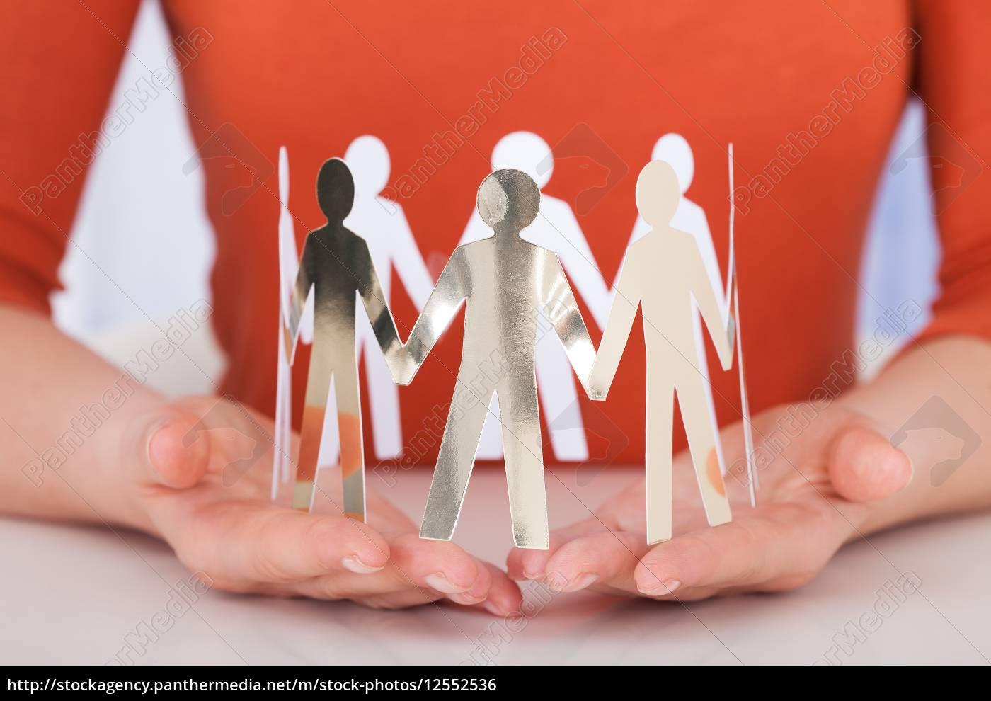 gente, di, holding, team, of, della - 12552536