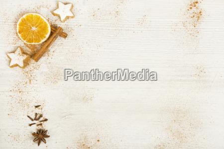 sfondo bianco con decorazione natalizia