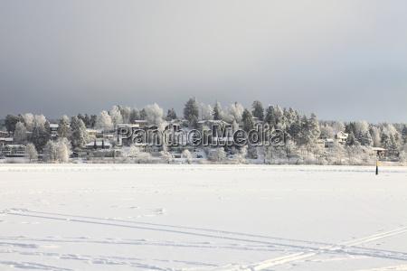 inverno freddo nevoso congelato atterrare approdare
