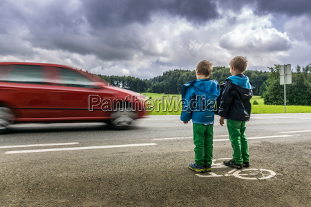 pericolo per i bambini in strada