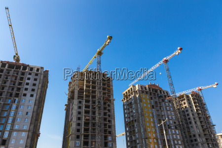 costruire gru in costruzione