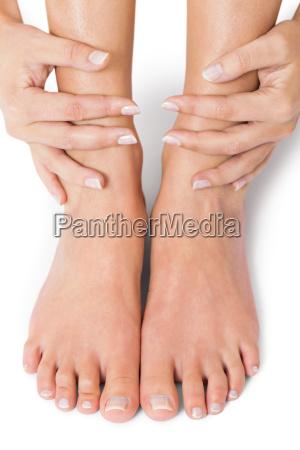 la donna con le unghie naturali