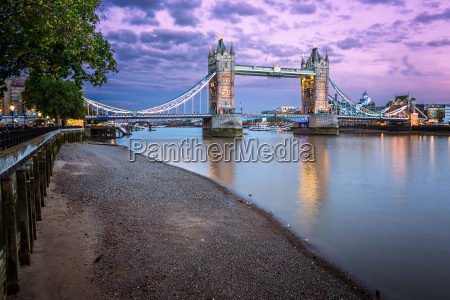thames embankment and tower bridge presso