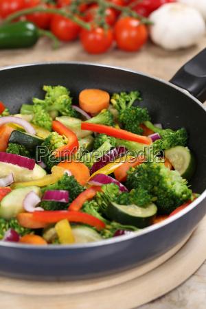cibo cucina cucinare preparare verdura pomodori