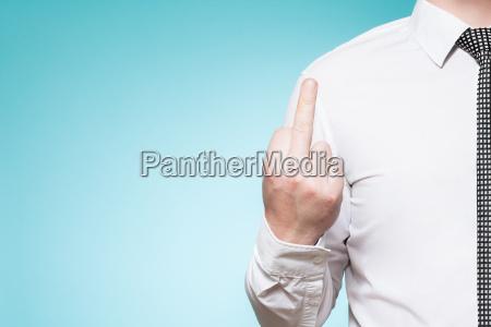 luomo con la camicia e cravatta