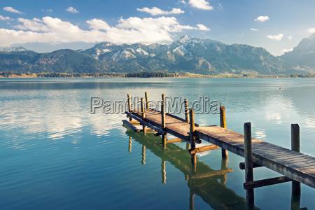 molo su un lago vicino alle