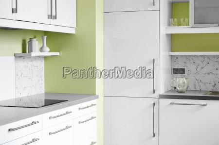 cucina semplice in colori bianchi