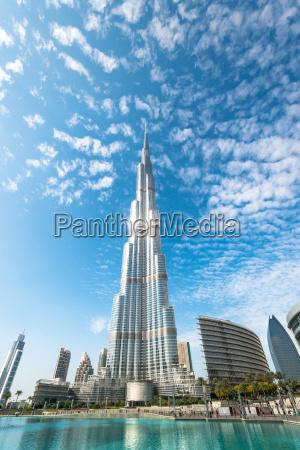 burj khalifa che sparisce in cielo