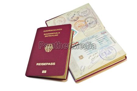 primo piano di un passaporto tedesco