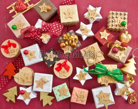 calendario dellavvento con piccoli doni