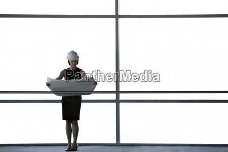 donna ufficio corridoio interno progettazione concetto
