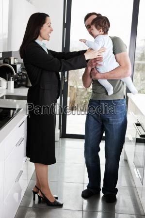 una madre che lavora saluto il