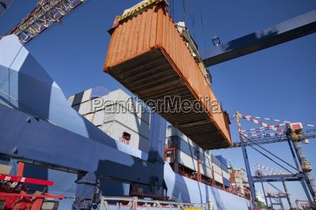 gru nave portacontainer scarico al molo