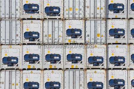 marco completo de contenedores de carga